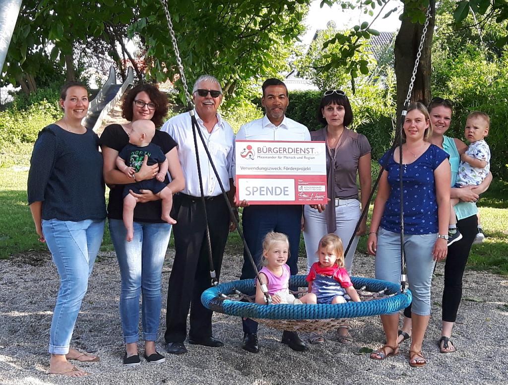 Der BÜRGERDIENST e.V. spendet für Spielplätze in Gillenfeld