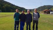 Unser Bild zeigt von links nach rechts: Patrick Burggraf (2.Vorsitzender SVB), Ralf Göres (1.Vorsitzender SVB), Werner Peters (Bürgerdienst e.V.), Theo Berg, (Vorstandsmitglied-und Platzwart SVB)