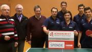 Unser Bild zeigt von links nach rechts: Josef Müller (1. Vorsitzender ESV Gerolstein), Werner Peters (Bürgerdienst e.V.), Fritz Grett (Geschäftsführer ESV Gerolstein), Spieler der 1. TT-Herrenmannschaft: Fabian Brill, Fynn Schmitz, Dirk Petzold, Max Klink, John Vosskämper