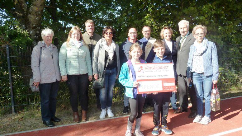 Der BÜRGERDIENST unterstützt die Ganztagsgrundschule Mehren – Doris G. Lepper (Vorsitzende des BÜRGERDIENST e.V.) besuchte die Ganztagsschule zur symbolischen Spendenübergabe
