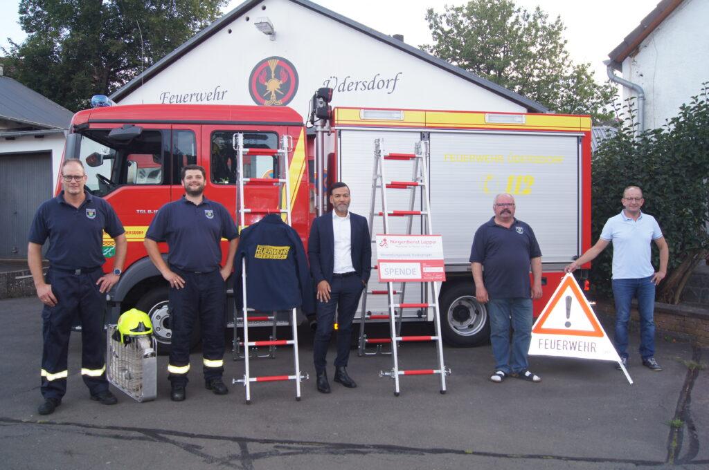 Neue Teamkleidung für die Feuerwehr Üdersdorf