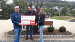Unser Bild zeigt von links nach rechts: Werner Peters (Bürgerdienst Lepper e.V.), Alireza Panahi Amale (Teilnehmer des Kunst-Workshops), Elena Marx (Verbandsgemeinde Gerolstein)