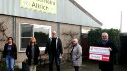 Unser Bild zeigt von links nach rechts: Anke Zimmer (1. Vorsitzende), Birgitta Jax (Schriftführerin), Rainer Kordel (Tierheimleiter), Swetlana Gabricevic (2. Vorsitzende), Werner Peters (Bürgerdienst Lepper e.V.)