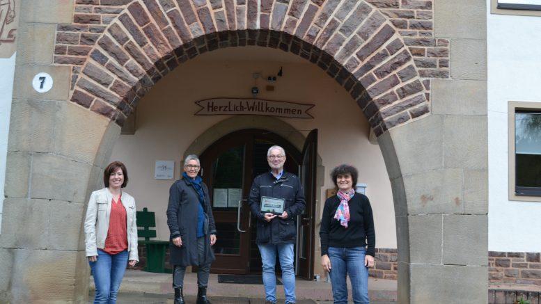 Diane Schnieder, Christiane Stahl, Werner Peters (Bürgerdienst Lepper e. V.), Amina